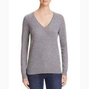 C by Bloomingdale's vneck cashmere % 100 exclusive